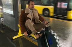 Metrobüs durağına yerleştirildi dizi oyuncusu çok beğendi