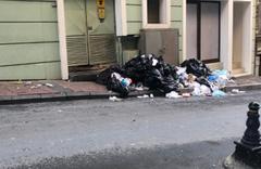 Şişli sokakları çöple doldu