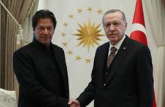 Erdoğan, Pakistan Başbakanı Han görüştü