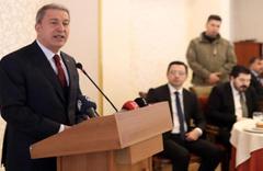 Bakanı Akar, Ağrı'da şehit aileleri ve gazilerle bir araya geldi