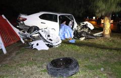 Antalya'da makas atan sürücü sıkıştırınca bariyerlere çarpıp öldü