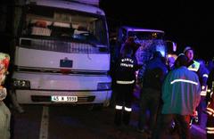 Manisa'da yolcu otobüsü tıra arkadan çarptı 20 yaralı