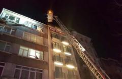 İstanbul'da çıkan otel yangını korkuttu