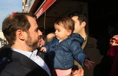 Bakan Albayrak, Üsküdar'da esnaf ziyaretinde bulundu