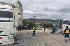 Amasya'da yolcu otobüsü ile kamyon çarpıştı