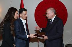 Cumhurbaşkanı Erdoğan, Mesut Özil'i ve Amine Gülşe'yi kabul etti