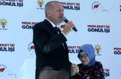 Cumhurbaşkanı Erdoğan, kendisine mektup yazan Şevval'le sahnede buluştu
