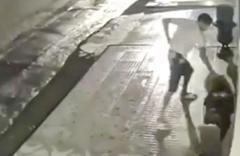 Saksıyı tekmeleyerek parçalayan adam pişman oldu