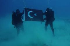 Yunanistan'dan Girit'te Türk bayrağı açan askerlere tepki