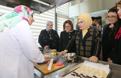 Emine Erdoğan Gaziantep'te Engelsiz Yaşam Merkezi'ni ziyaret etti
