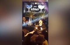Bülent Ersoy'dan şok haraket! Sahneye atlayan kadına vurdu