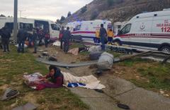 Mersin'de Suriyeli işçileri taşıyan minibüs takla attı! Ölü ve yaralılar var