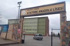 Kocaeli'de bir öğrenci, müdür yardımcısını bıçaklayarak öldürdü