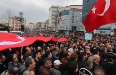 Kocaeli'de öğrencisi tarafından öldürülen müdür yardımcısı için on binlerce kişi yürüdü