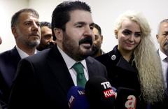 Ağrı Belediye Başkanı Savcı Sayan belediyeden x-ray cihazını söktürdü