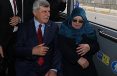 Başkanlığı devretti, evine gitmek için otobüse bindi