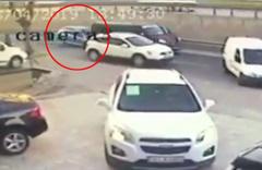Dikkatsiz sürücünün yol açtığı kaza kamerada