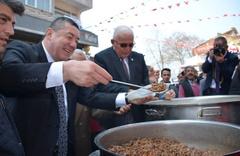 Zonguldak'ta seçimleri kazanan başkan etli pilav dağıttı