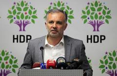HDP Kars Belediye Eşbaşkanı Ayhan Bilgen mazbatasını aldı