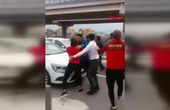 Göztepe'de futbolcular ve taraftar birbirlerine girdi