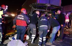 Anadolu Otoyolu'nda tırla minibüs çarpıştı: 5 ölü, 3 yaralı