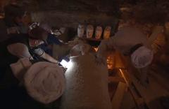 Mısır'da 2 bin 500 yıllık lahit canlı yayında açıldı içinden çıkanlara bakın