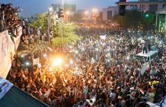 Sudan'da darbeyi yapan general Avad bin Avf istifa etti