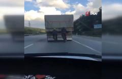 Bisiklet sürücülerinin tehlikeli yolculuğu kamerada
