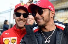 Formula 1 sezonunun üçüncü yarışı Lewis Hamilton'ın