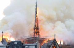 Notre Dame Katedrali alevlere teslim oldu