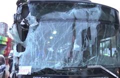 Başkentte özel halk otobüsü belediye temizlik aracına çarptı
