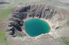 Tamamen doğal! Sivas'taki bu turkuaz göl görenleri şaşırtıyor