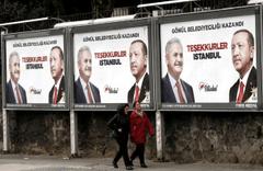 """Mazbatayı Ekrem İmamoğlu aldı! """"Teşekkürler İstanbul"""" afişine bakın ne oldu?"""