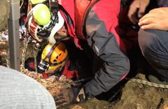 Kaçak definecilerin kazdıkları kuyuda mahsur kaldı: 1 ölü