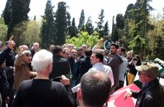 Raci Tetik'in cenaze töreni olaylı geçti haklarını helal etmediler