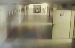 Mersin'de okulda asansör boşluğuna düştü o anlar güvenli kamerasına yansıdı