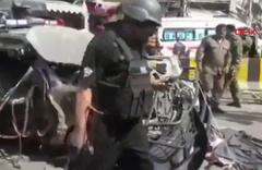 Pakistan'da canlı bomba saldırısı: 5'i polis, 8 ölü