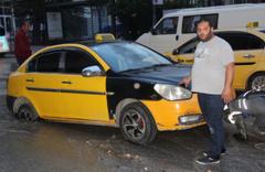 Malatya'da yol çöktü Taksi çukura düştü