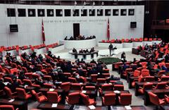 MHP'den Meclis'e teklif: Askere gitmek isteyen kadınlara izin verilsin
