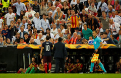 Mesut Özil'den İspanyollara olay hareket
