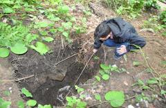 Bartın'da tarihi anıtın bulunduğu alanda kaçak kazı