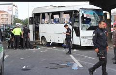 Kocaeli'de işçi servisi ile hafif ticari araç çarpıştı 1 ölü 15 yaralı
