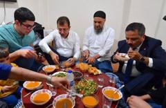 """İmamoğlu, """"Sen utanma, biz utanalım"""" dediği Cebrail'in evinde iftar yaptı"""