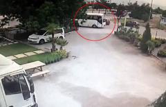9'u öğrenci 14 kişinin yaralandığı kaza güvenlik kamerasında