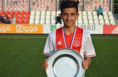 Ajax, Naci Ünüvar'la profesyonel sözleşme imzaladı