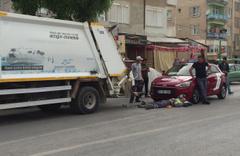 Otomobilin çarptığı çöp kamyonundaki temizlik işçisi yaralandı