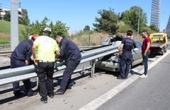 İstanbul Ümraniye'de bariyere saplanan araçtan sağ çıktılar