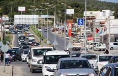 Bodrum'da trafik işkencesi! O kısa mesafeyi bakın kaç dakikada geçebildiler