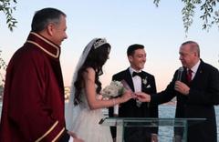 Mesut Özil'in düğünü Alman basınında geniş yankı buldu