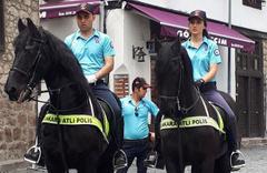 Beypazarı sokaklarında atlı polisler